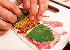 キンピラと大葉チーズの豚巻きフライ