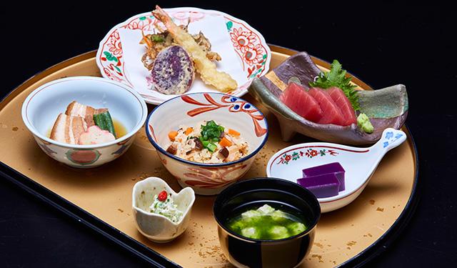 美ら島の食材を使ったランチや お寿司を味わいに春の沖縄へ!