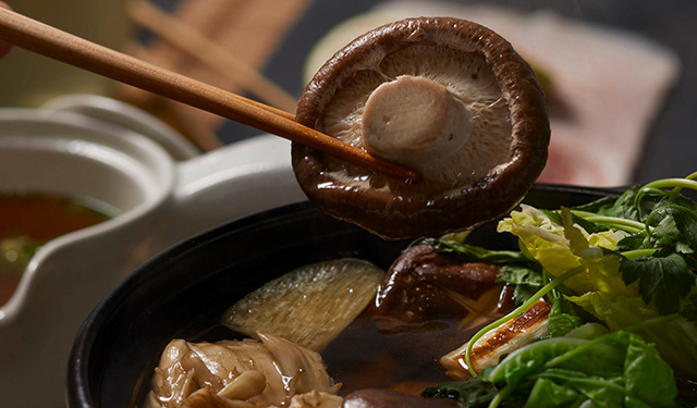 完全植物性ながら旨味たっぷり きのこと野菜を堪能する鍋用だし