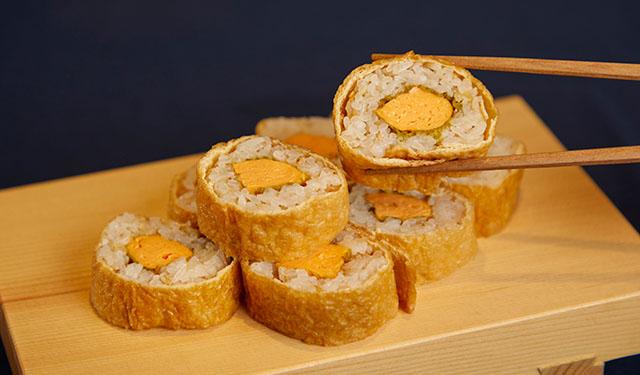 風味豊かなだし巻き卵の魅力を堪能 出汁が香る新発想のいなり寿司